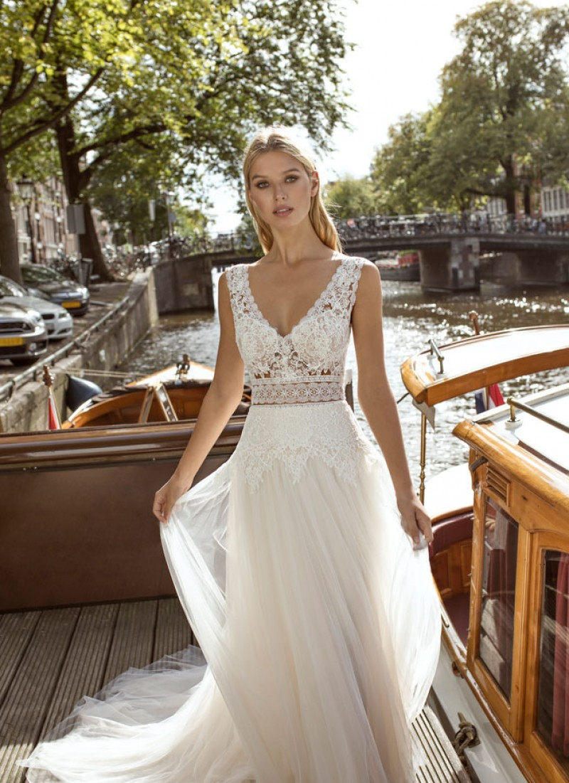The Chicago dress by Modeca & Le Papillon wedding dresses
